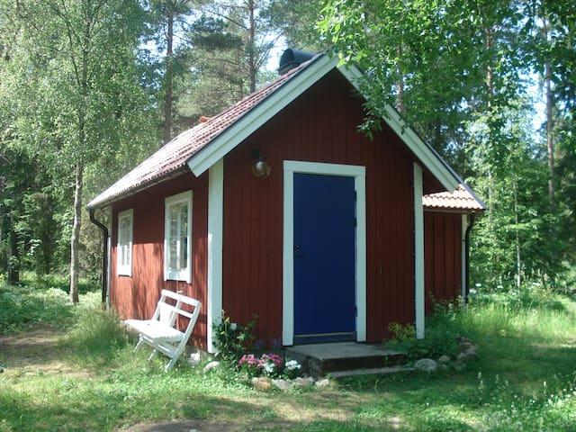 Bekvämt och charmigt nära vandring - Väddö - Cabin