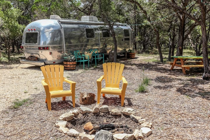 Happy Camper at Jacobs well - Wimberley - Kamp Karavanı/Karavan