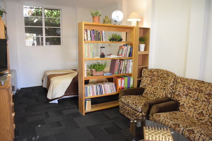 Cosy Private Granny Flat - CENTRAL LOCATION!