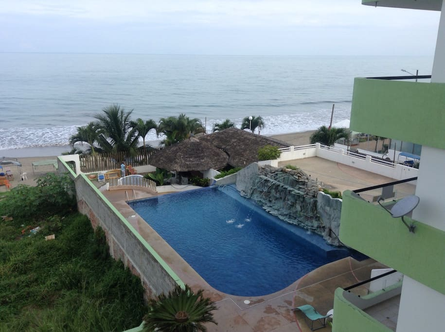 Piscina privada y salida a la playa. Private pool and exit direct to the beach.