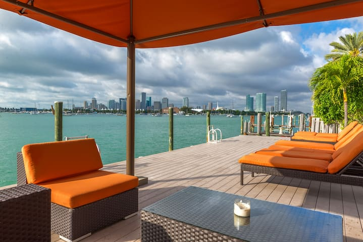5 Bedroom Waterfront Home in Miami Beach - Miami Beach - House