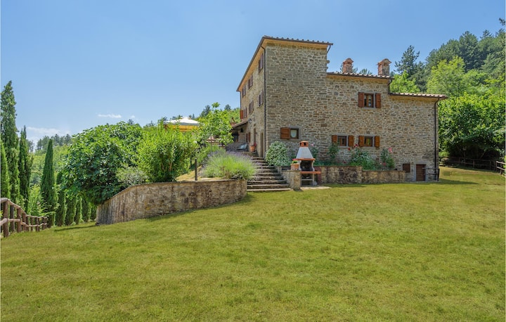 Semi-Detached with 5 bedrooms on 130m² in Talla AR