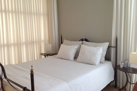 Large room  with ensuite bathroom - Oud-Beijerland