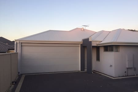 Modern Centrally located unit - Nollamara - Reihenhaus