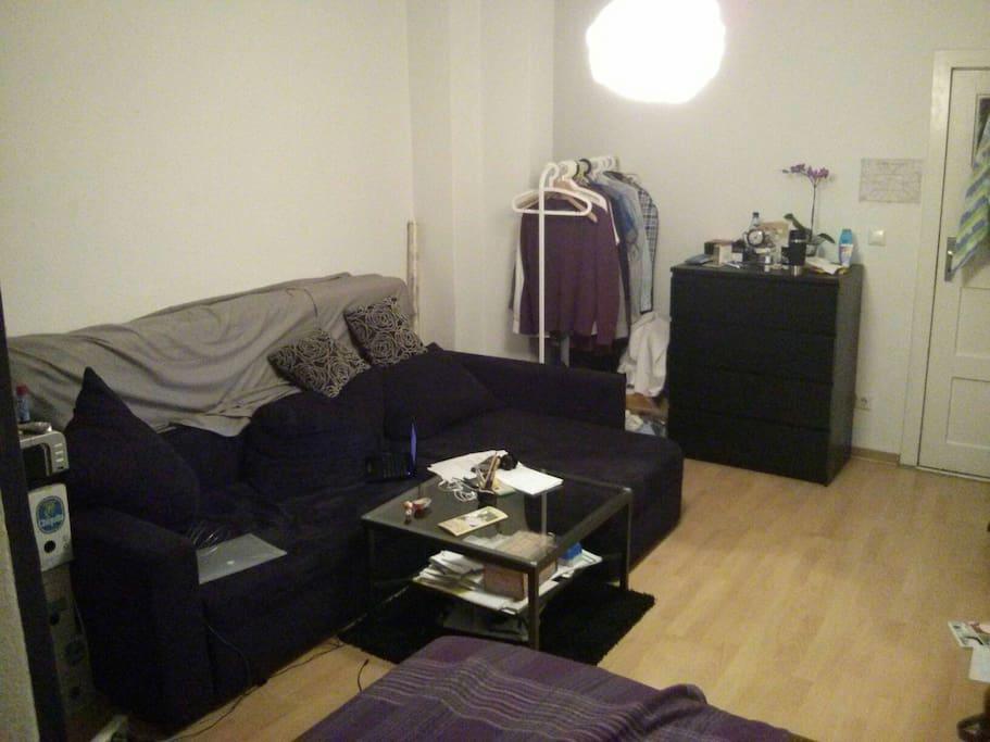 Die Couch im Zimmer