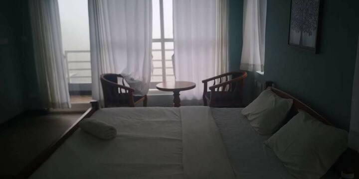 Oaknteas Villa private room with balcony hill view