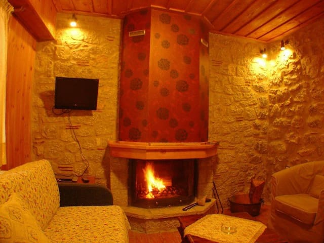 Studio with Fireplace and amazing view in Arachova
