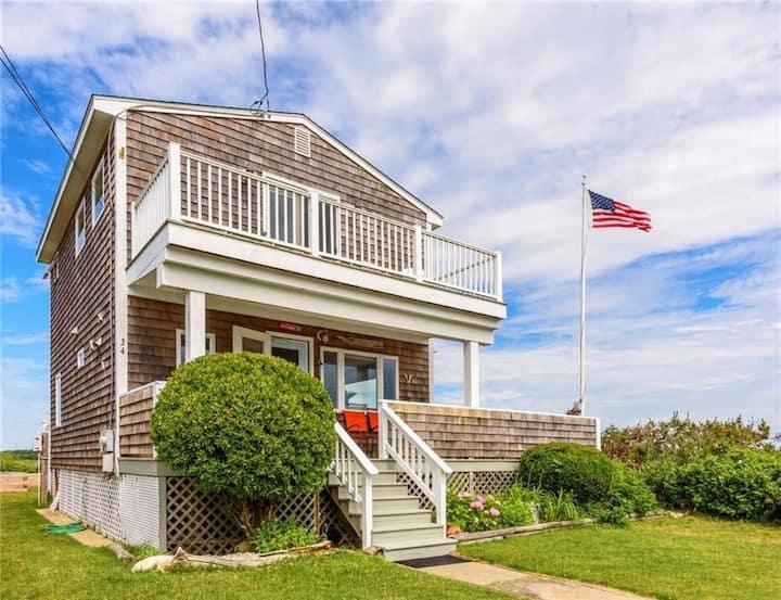 Panoramic water-view cottage—walk to 3 beaches!