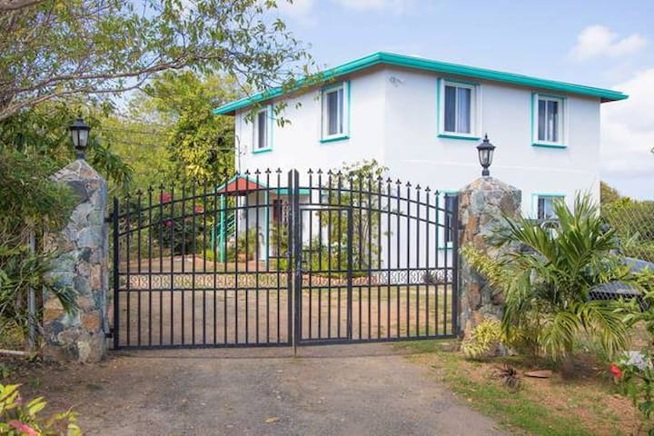 Casa Gracie - Gracie's Red Door   - Charlotte Amalie - Apartment