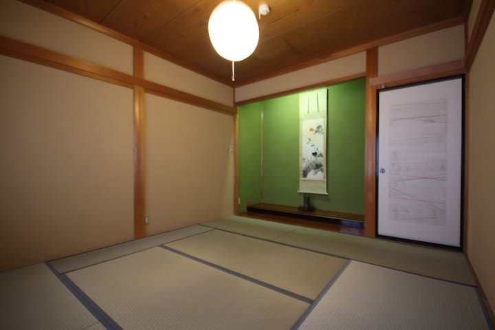 A Japanese style(Tatami) room with alcove on the 2nd floor. 床の間のある2階和室。