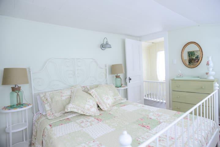Suite South bedroom