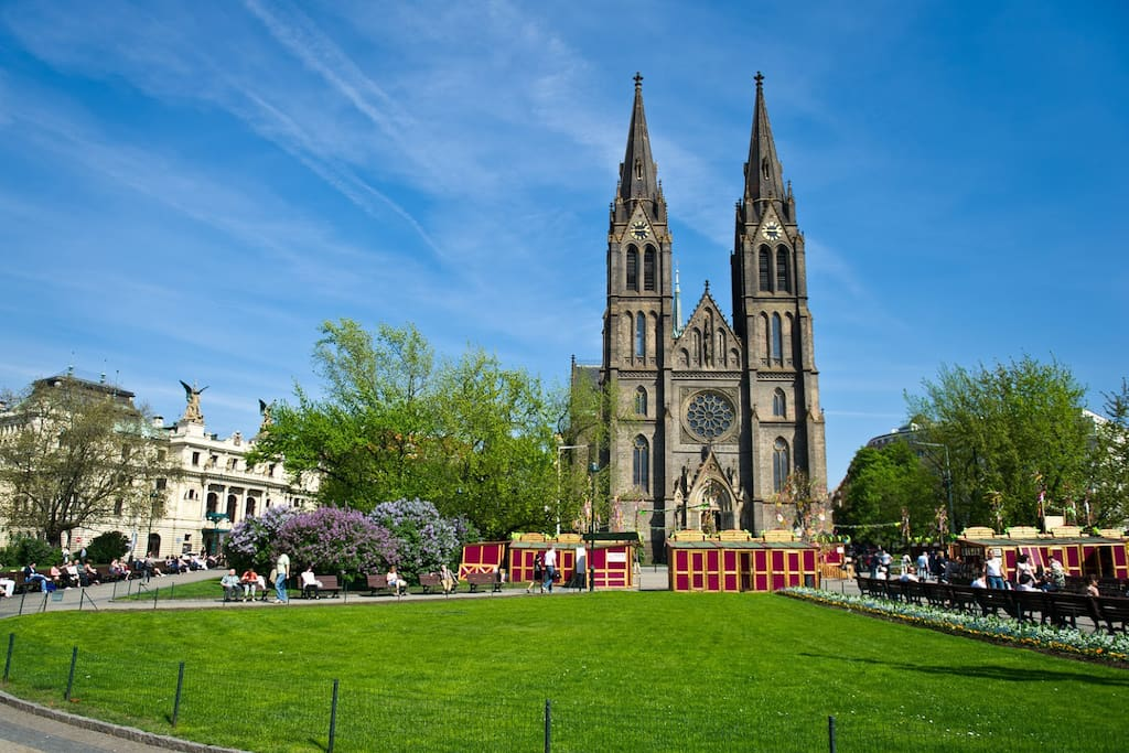 Namesti Miru Square: Metro, Tram and Bus Station, 150m far from the apartment