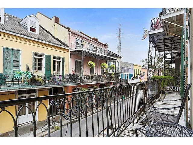 Monthly: 3 Balconies + sundeck in French Qtr