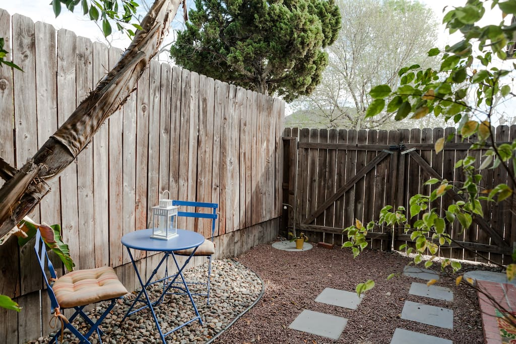 A nice, zen and completely private outdoor area with patio furniture for enjoying a nice cup of coffee, a meal or a book!