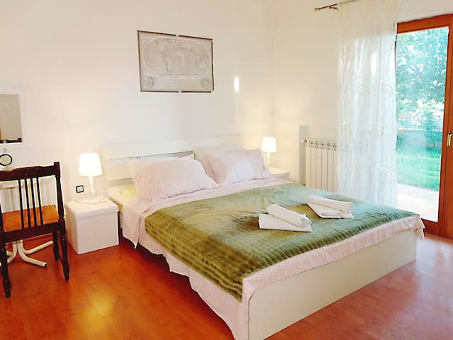 Comfortable garden apartment with a large terrace