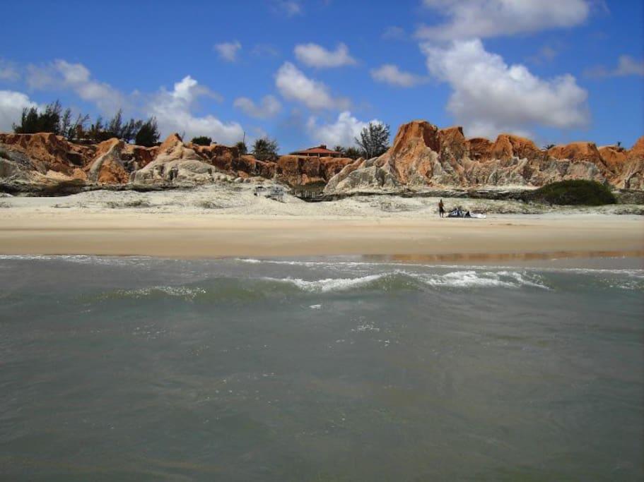vista dalla spiaggia preparando kite