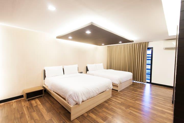 STUNNING HOUSE  /  FREE VIP VAN / JACUZZI BATH - Bangkok - House