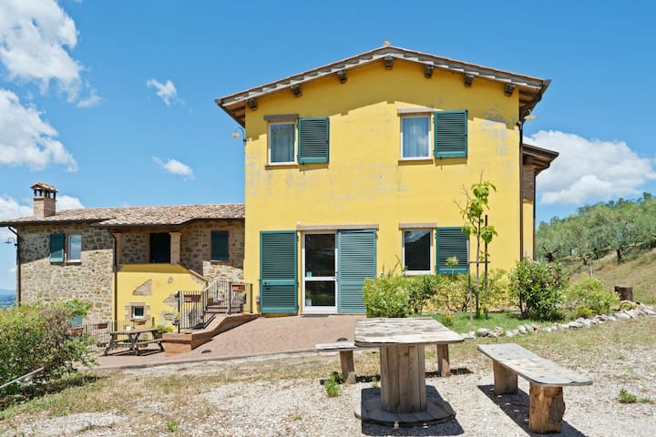 Scenic Holiday Home in Torgiano with Swimming Pool