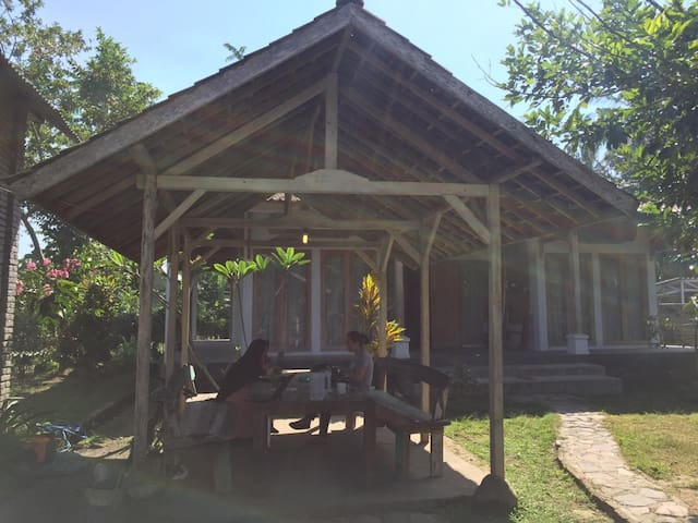 LIN'S HOUSE