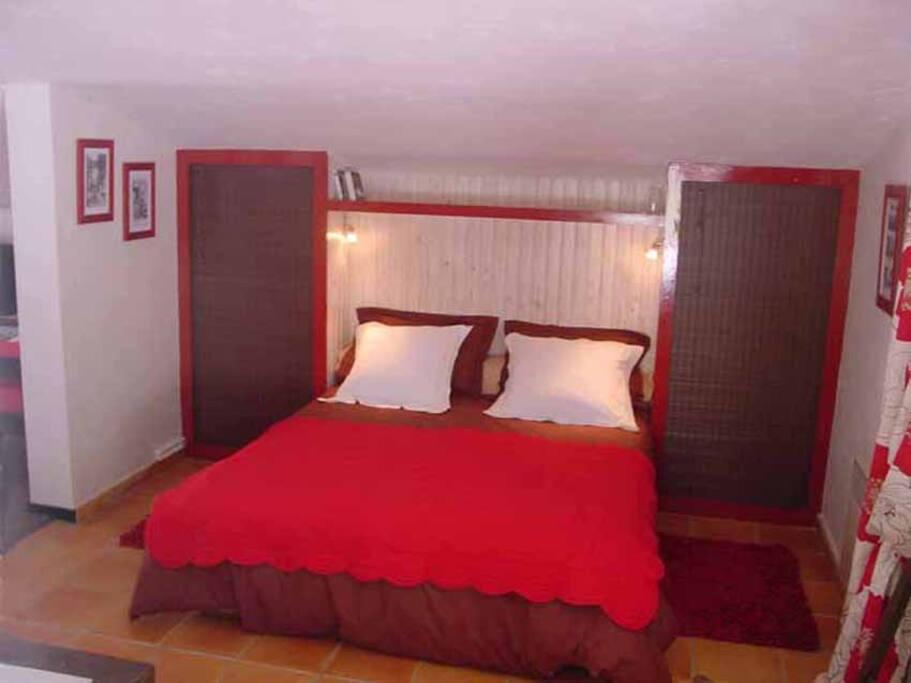 Chambre parentale avec lit grande largeur (160/200)