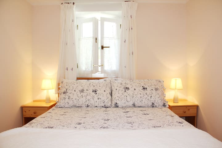 Foam and feather pillows are available, the quilt is polyester and there is a heavy cotton throw on the bed.