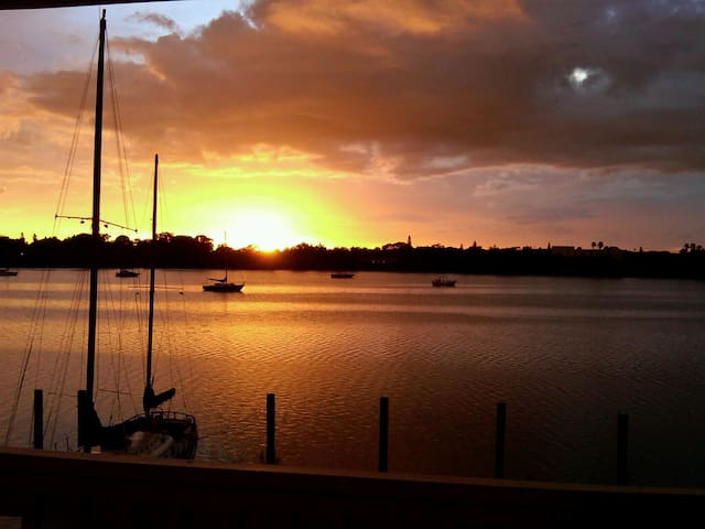 Waterfront Condo/Sunset /Amenities! - St Petersburg - Apartament