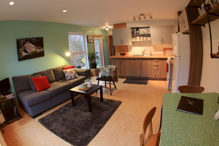 Cozy & Modern 1bd Close to Town - Tofino - Appartement