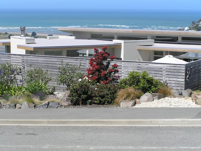 Modern accommodation with sea views - Christchurch - Oda + Kahvaltı