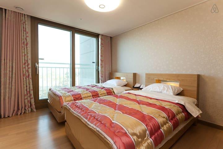 Good Space Room(Twin-2 Single Beds) - Jung-gu - Penzion (B&B)