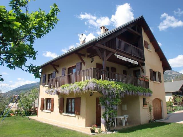 Location saisonnière meublée GUILLESTRE MONTAGNE - Guillestre - Hytte (i sveitsisk stil)