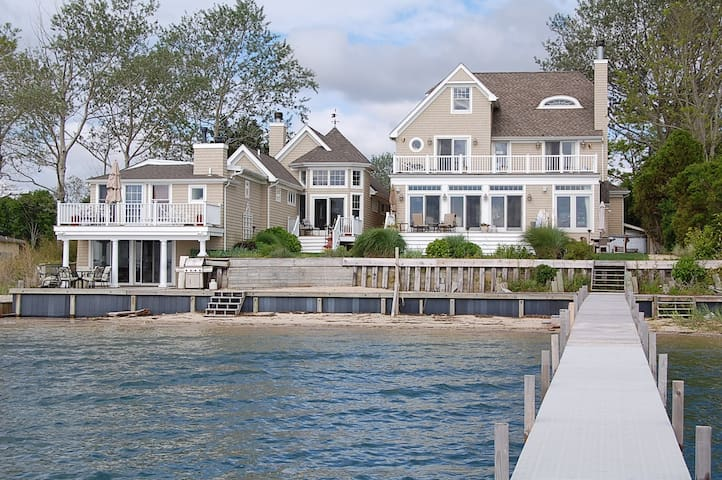 Magnificent Hamptons Waterfront - Хэмптон Бэйс - Дом