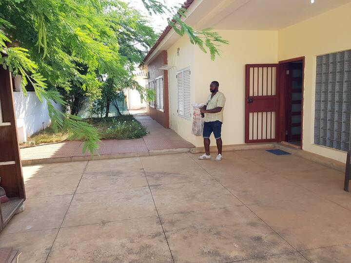 Vindenda a no Jardim do Eden, Luanda, Angola.