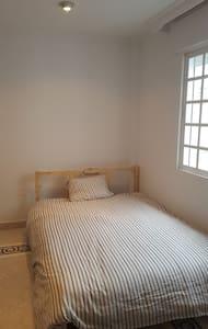 Room next to Airport - Alhaurín de la Torre - Дом