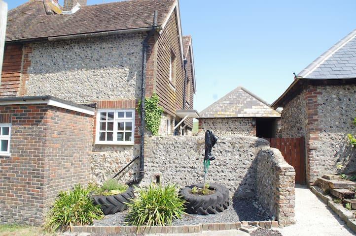 144 Norton Cottage - rural location