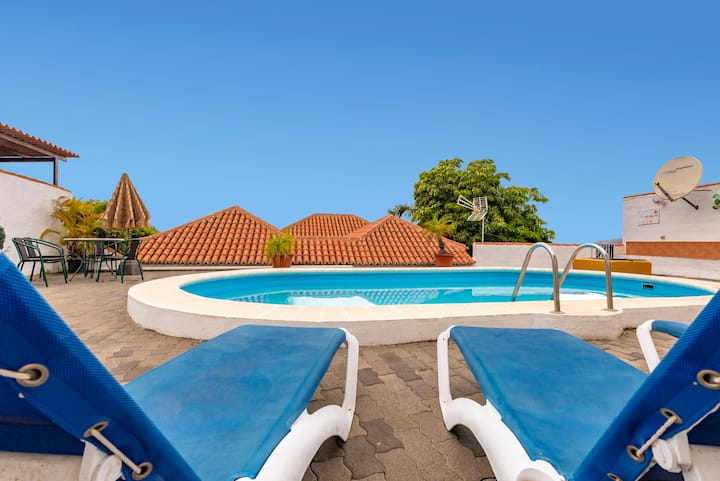 Holiday cottage with private pool  (LP1125)