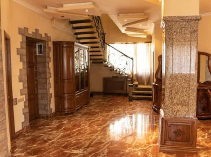 Fully remodeled two story apartment in city center