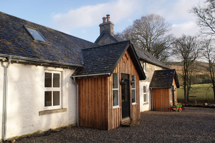 Stunning 3 bed highland cottage near Inverness - Farr - Vakantiewoning