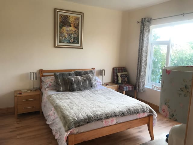 Lovely house near UEA/hospital ready for guests!
