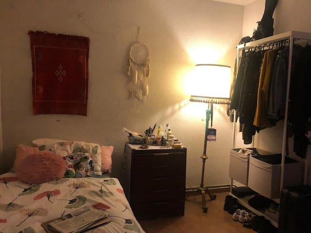 Acogedora habitación en barrio residencial