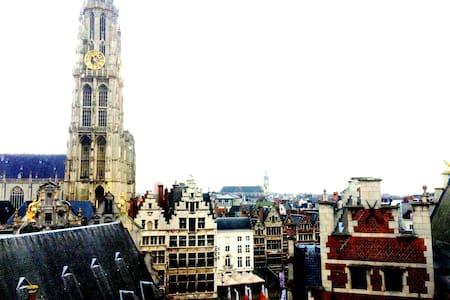 Duplex rooftop apartment on the Market spuare - Antwerpen