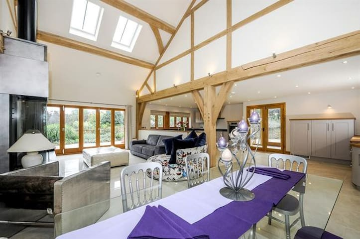 Horsham -Luxurious Barn-near South Lodge Hotel - Horsham - Hus