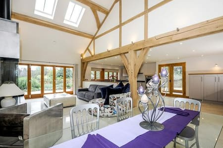 Horsham -Luxurious Barn-near South Lodge Hotel - Horsham - 独立屋