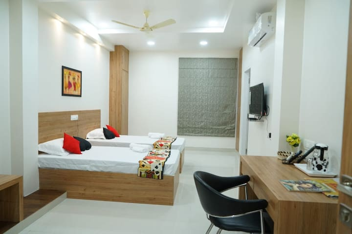 Spacious Room With 2 Single Beds Banjara Hills Hyd