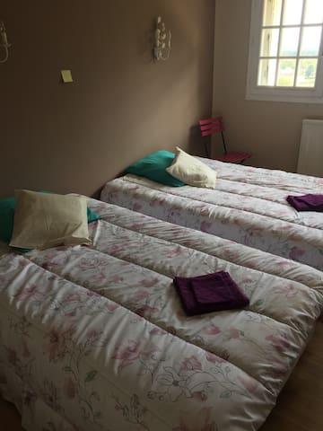 Charmante (2)  chambre 2 lits