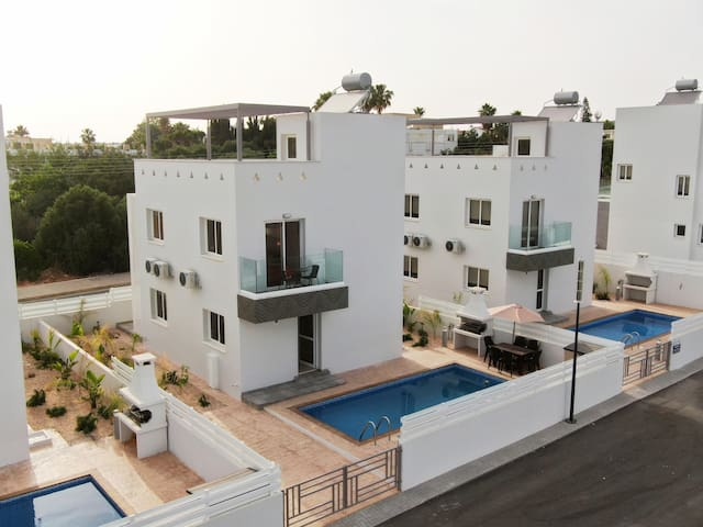 Luxury 3-bedroom villa MARIIA