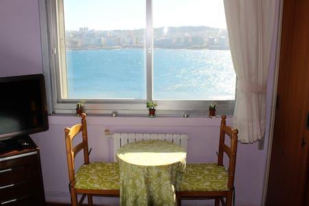 Centre, SEA VIEWS, beach, breakfast - Apartment