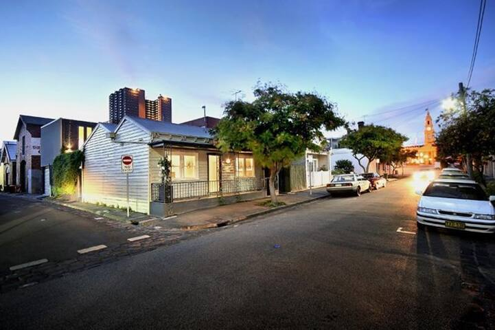 Modern house in the heart of South Melbourne