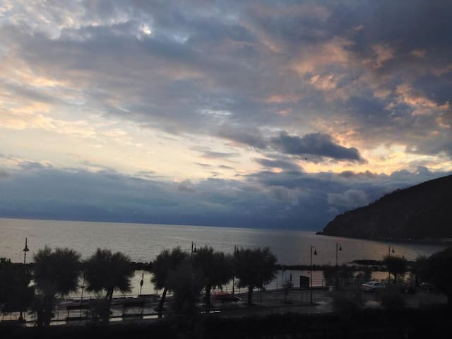 Cinque Terre Moneglia Apartment Seafront Seaview