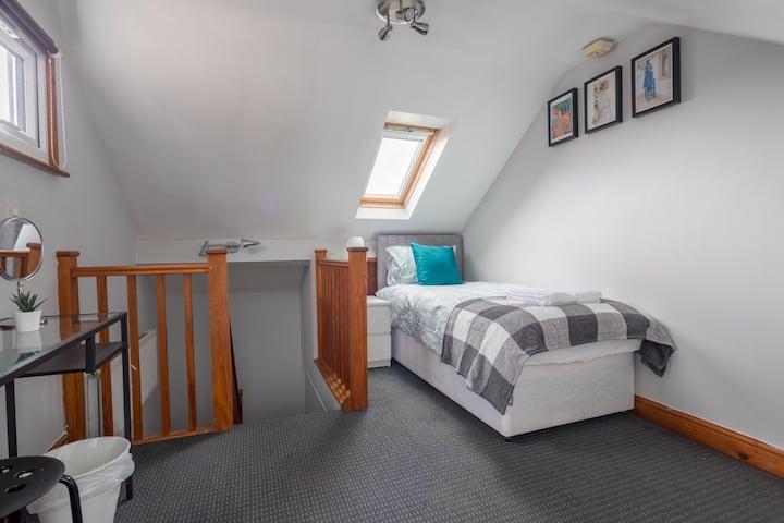 Comfortable cosy loft room in York. Parking