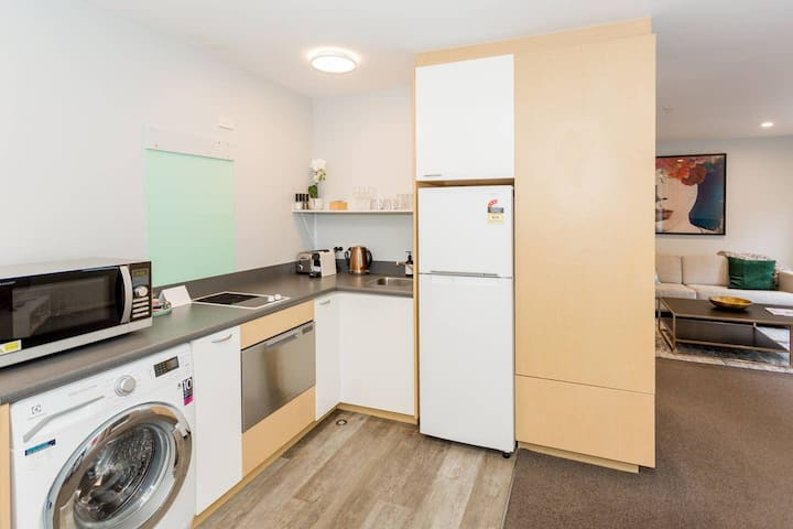 Central Location | Sleeps 3 | Park for Free